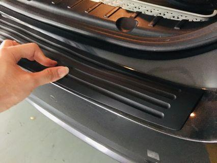 Rear boot guard rubber protector