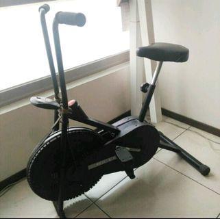 運動腳踏車