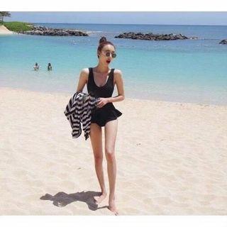 黑色連身裙擺泳裝