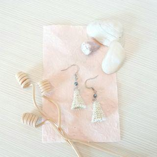 [文創小物~純手工~] 米色金屬線圓錐形編織耳環
