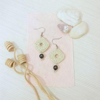 [文創小物~純手工~] 米色金屬線立體方形編織耳環