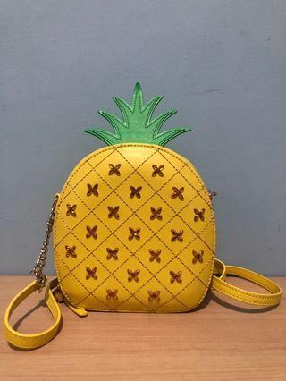 Katespade pineapple crossbody complete tag n carecard. No defect