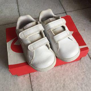 Nike court royale all white size 6c eur 22 12cm