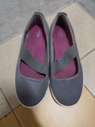 Preloved Crocs Sneaker (W8)