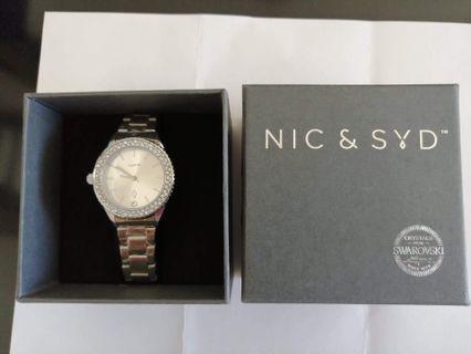 Nic & Syd watch