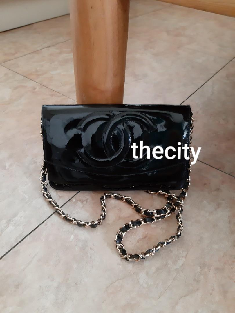 AUTHENTIC CHANEL LARGE ORGANIZER POUCH / WALLET - SHINY BLACK PATENT LEATHER - CC LOGO DESIGN - EXTERIOR PATENT LEATHER IN VERY GOOD CONDITION - GOLD HARDWARE - HOLOGRAM STICKER INTACT-  VINTAGE CLASSIC SO NOT FOR FUSSY BUYERS - WITH EXTRA HOOKS &  STRAP