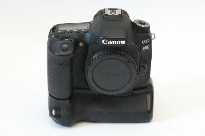 Cheapest! Mint Canon 80D with Lowepro Bag, Battery Grip, Batteries X 4, 16GB SanDisk, Standard Accessories