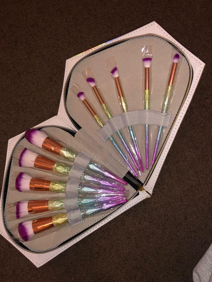 Holographic diamond shaped box with makeup brushes