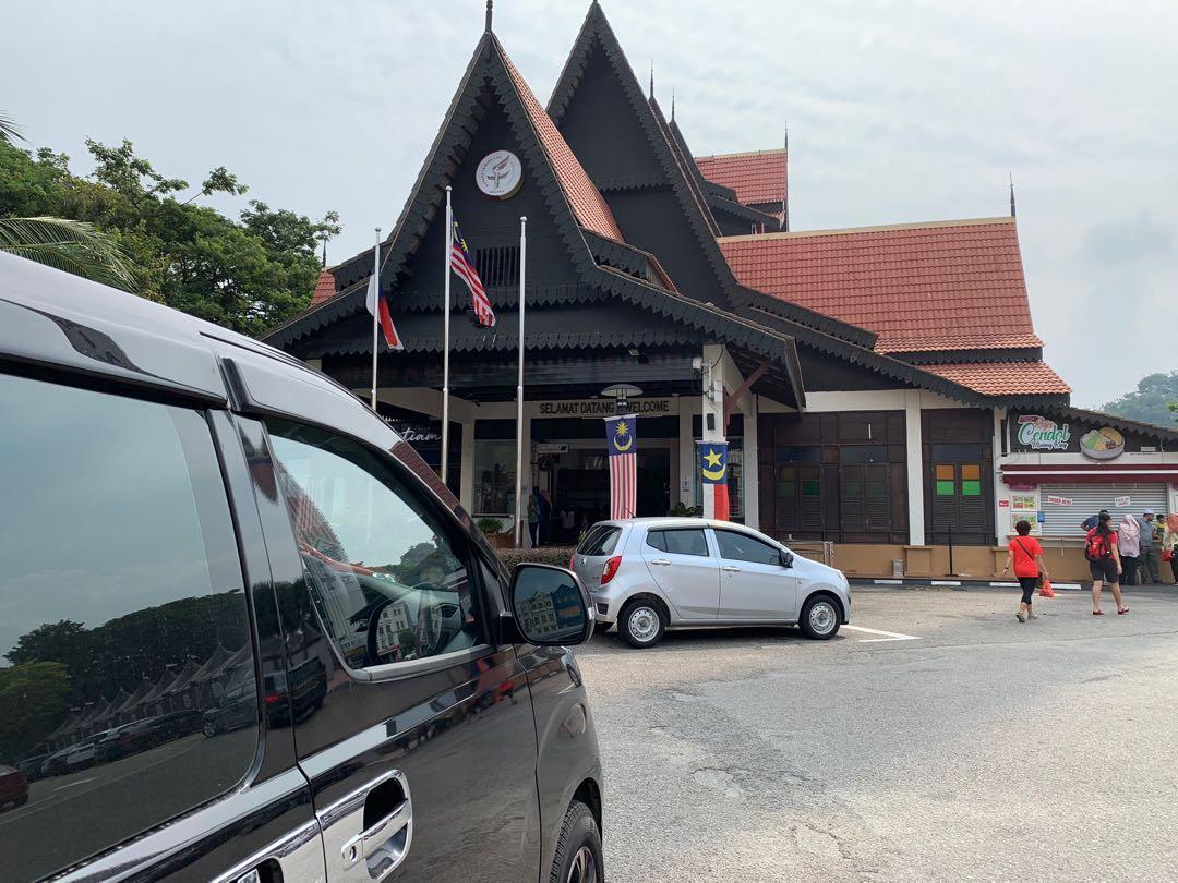 MPV 10 Seater Chartered and Tour Melaka Genting KL