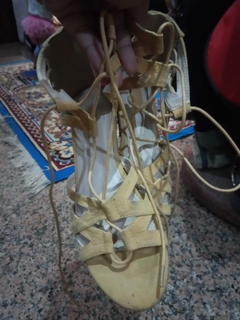 Sepatu sendals tali