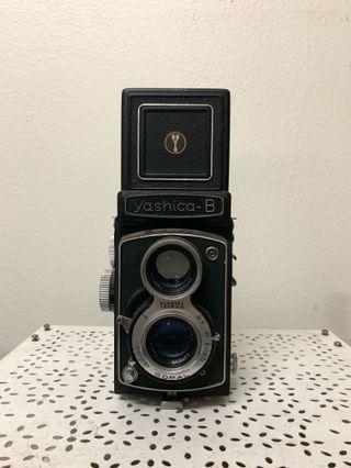 Yashica B medium format camera vintage (shutter, self timer is still working)