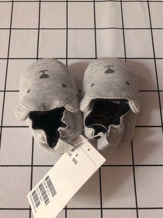 H&M童鞋新生兒嬰兒鞋學步鞋軟底 彈性鞋口柔軟莫卡辛小鞋 HM0619229可愛小灰熊寶寶彈性棉鞋 size 7-8cm