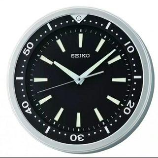 (Restocking) BNIB Rare Seiko QXA723AN Lumibrite Sweep Second Analog Wall clock Diver Dive