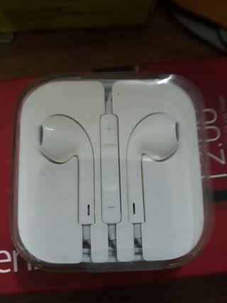 Apple headset  brand new. 蘋菓耳机全新