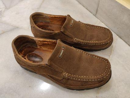 Larrie - Walking shoes (size 7)