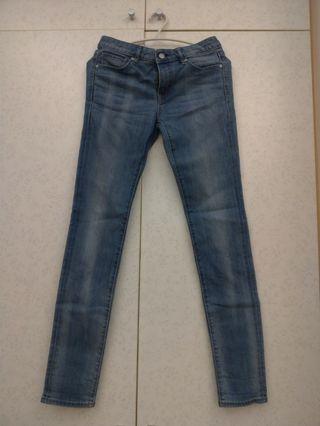 Uniqlo藍色窄管彈性牛仔褲