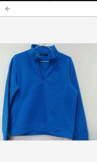 bossini冬季保暖藍色上衣拉鍊T恤