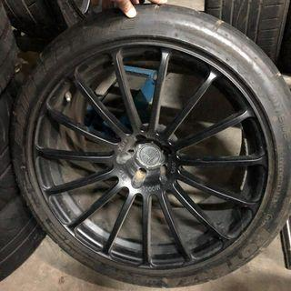 GTR35 Yokohama F15 wheels, Staggered fitment, 20 inch wheels 5x114.3 with old tyres.