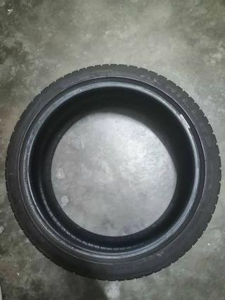 Tyre achilles 205 40 17 in good condition