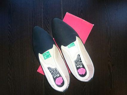 Flat Shoes Kulit Sintetis Warna Hitam Doff Sol Karet Size 40
