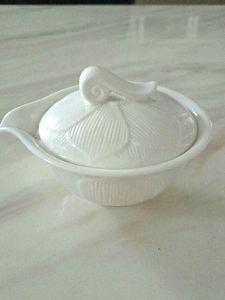 Motif Teacup with Lip