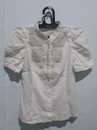 Blouse putih gading