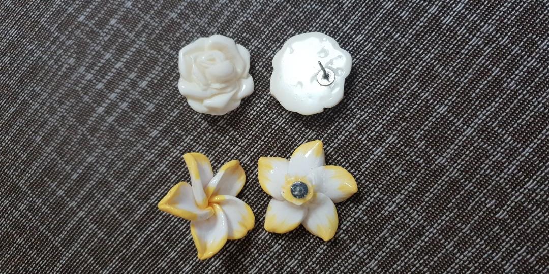 雞蛋花耳環、白玫瑰耳環,特價2對159,非常漂亮典雅,不易過敏不會變舊不會生鏽,滿額免運,都只一對