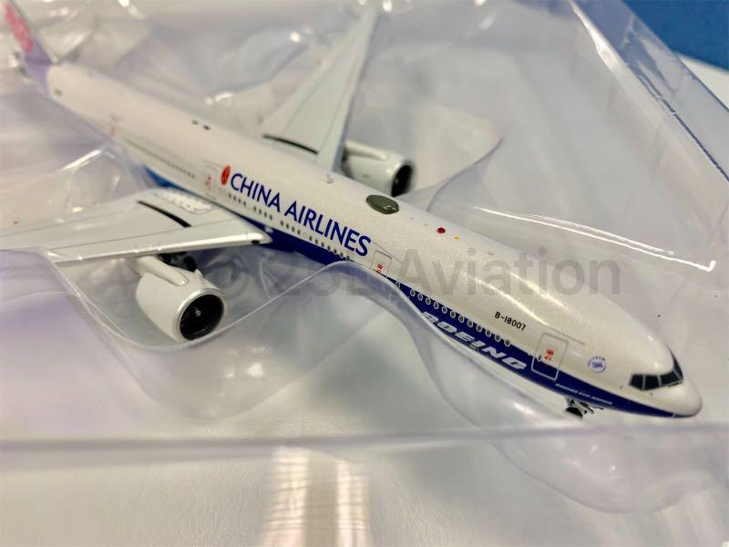 """[ Aviation 400 ]  中華航空 China Airlines 777-300ER """"Dreamliner"""" B-18007 with stand & tug"""