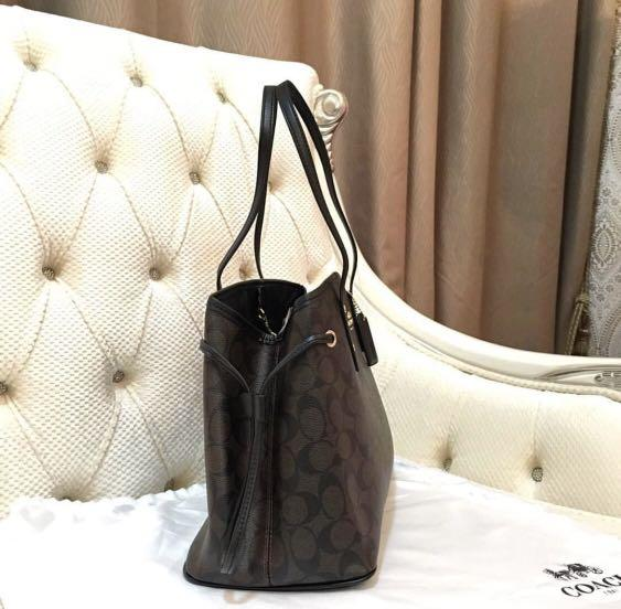 [ PREORDER ] Coach Drawstring Carryall in Signature