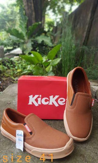 erie.room SEPATU SLIP ON COWOK KICK*RS ANTI SLIP