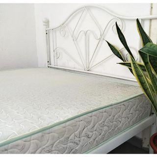 Beautiful queen bed ( free delivery )