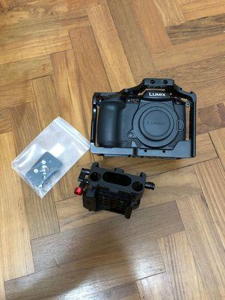 Panasonic GH5S with Smallrig cage and baseplate for 15mm rail rods