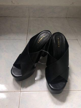 NEW Vincci Wedges in Black