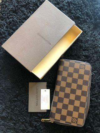 Louis Vuitton Wallet premium not authentic