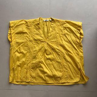 Uniqlo yellow embroidered top 黃色刺繡上衣