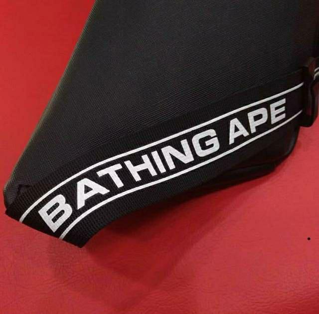 A bathing ape waist bag pria. Tas samping pria, tas samping keren, aksesoris pria