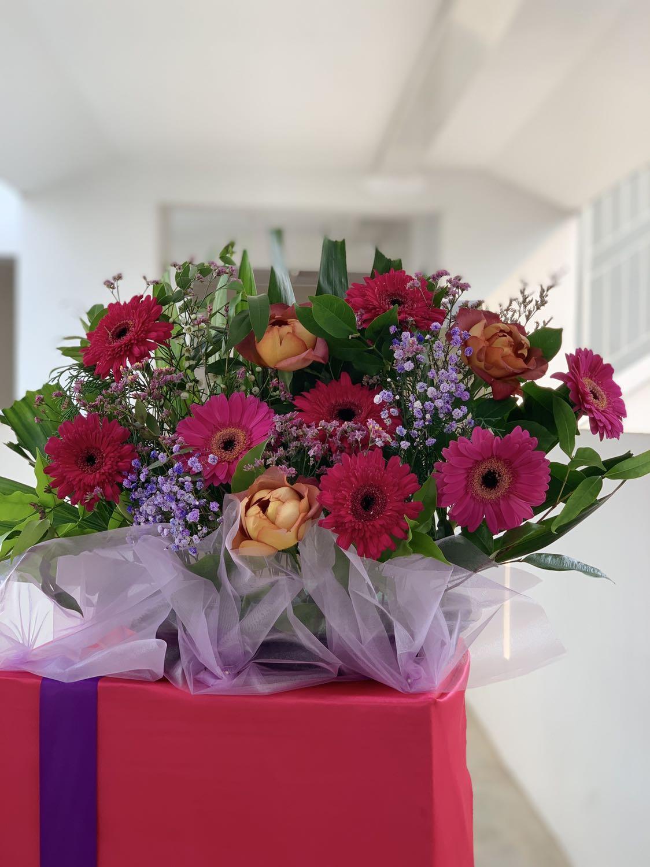 Congratulatoy Flower Stand