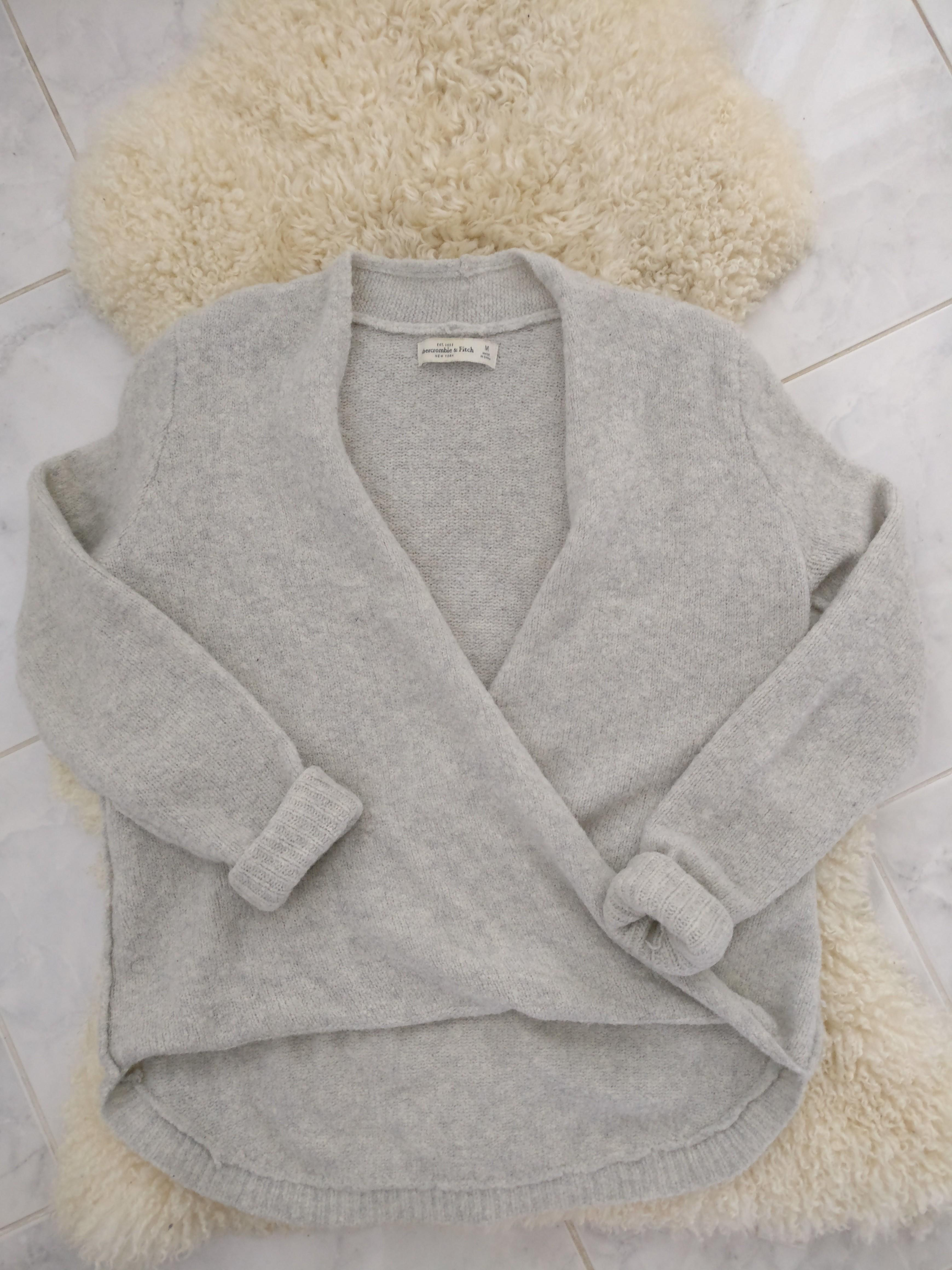 Cozy A&F Long sleeve with soft-textured material, Size Medium