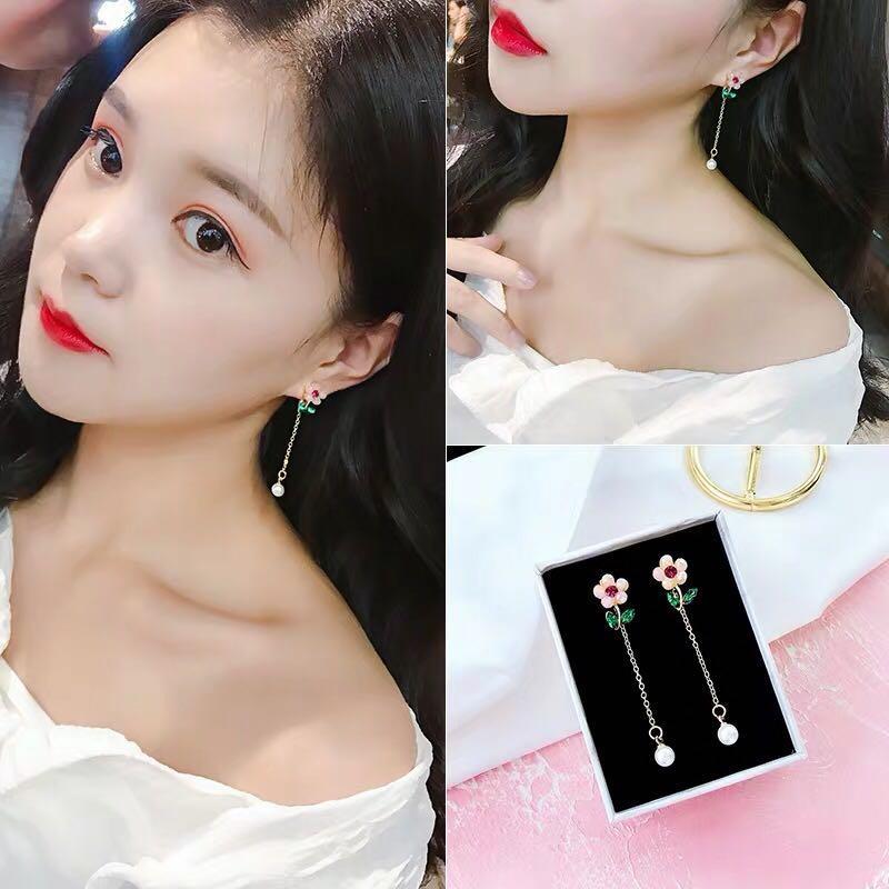 <free pos 3 pairs & above> Korean design special crystal floral flower long pearl earrings