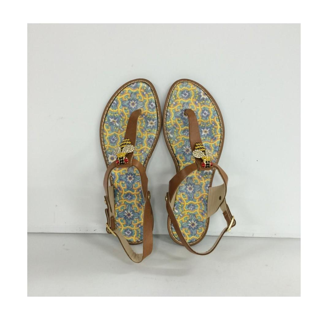 ITALIAN FASHION LEATHER SANDALS WITH BOX.   SIZE : 38,  40.   MADE IN ITALY.