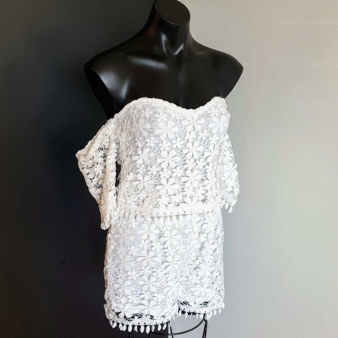 Women's size 10 'QUIZ' Gorgeous white crotchet cold shoulder playsuit- BNWT