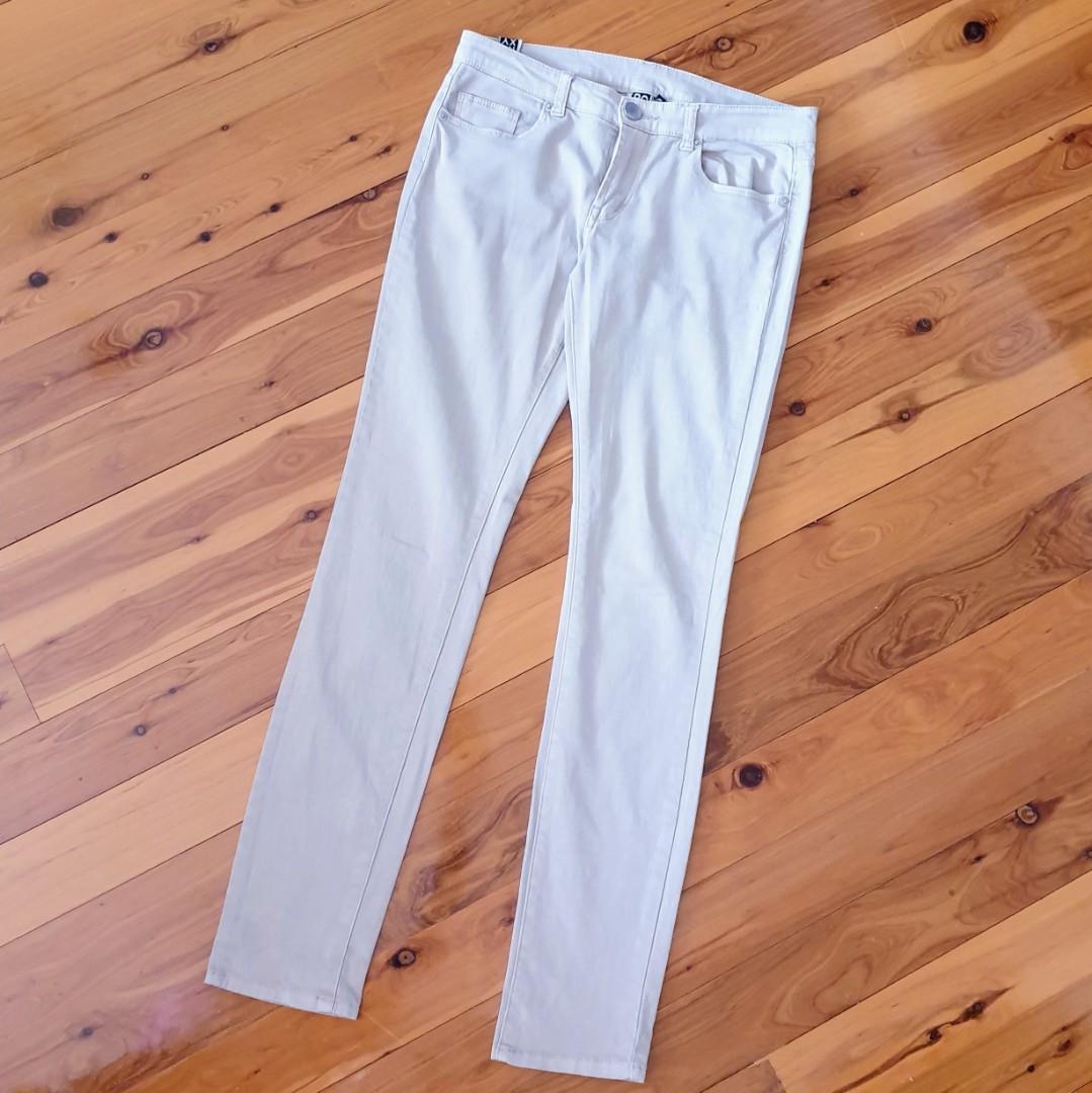 Women's size 10 'ROXY' Gorgeous beige skinny jeans - AS NEW