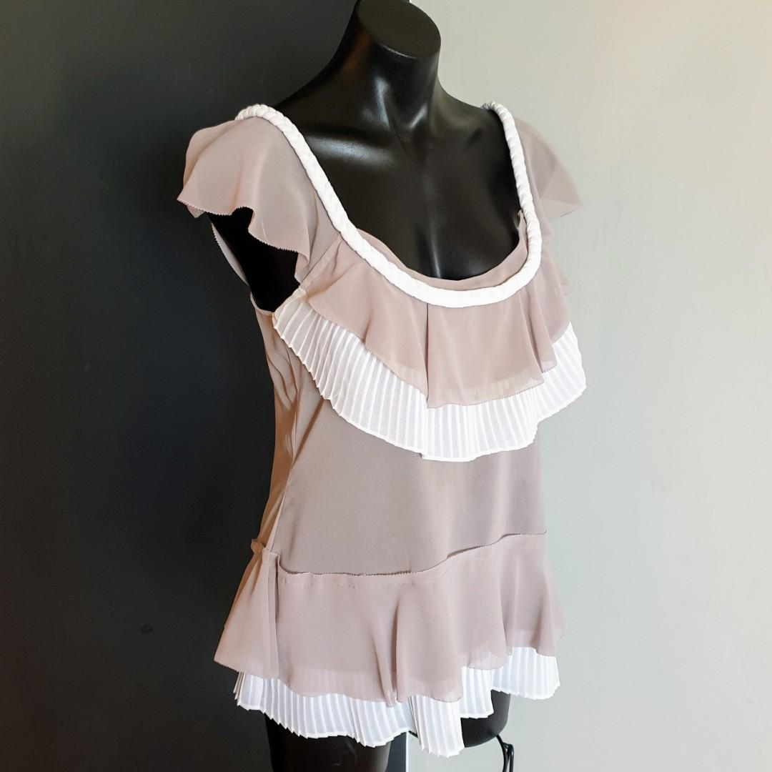 Women's size 10 'WITCHERY' Gorgeous beige and white ruffles pleats top - AS NEW