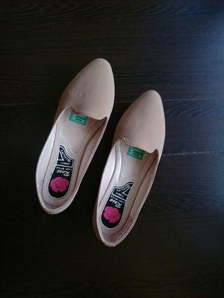 Flat Shoes Kulit Sintetis Warna Cream Doff Sol Karet Size 39