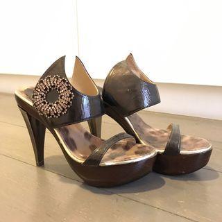 Bonia wooden crystal heel