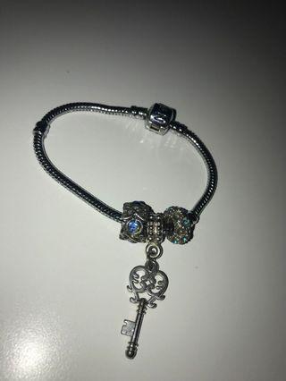 pandora bracelet (fake)