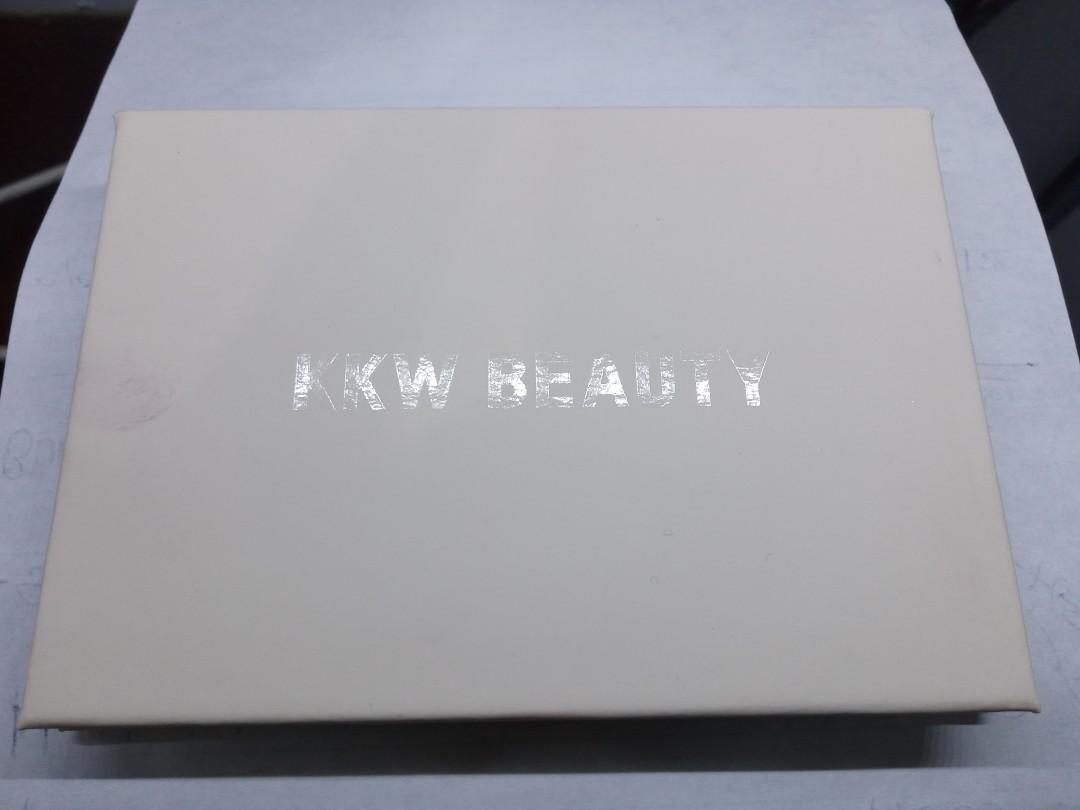 Kkw beauty - Mrs. West eyeshadow palette (limited edition)