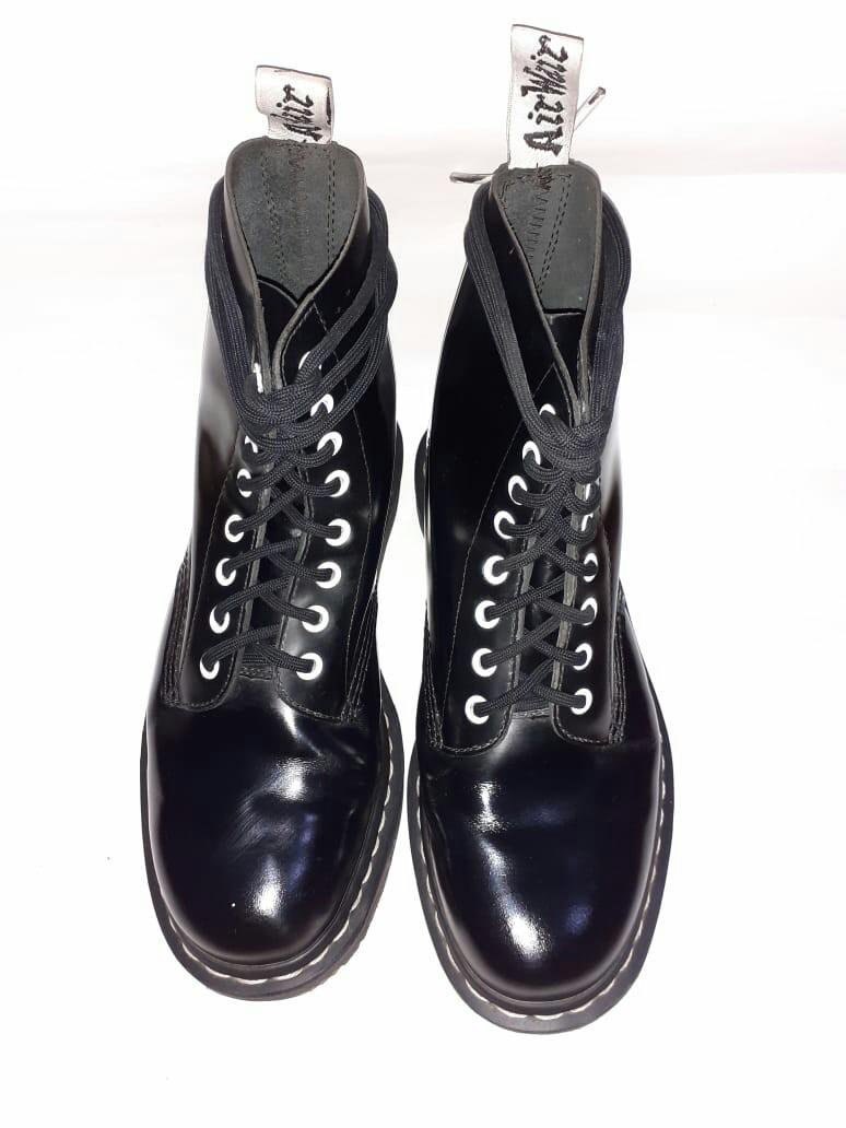 varoa parhaat kengät Yhdistynyt kuningaskunta sepatu Dr. Martens Black White Buffed, Men's Fashion, Men's ...