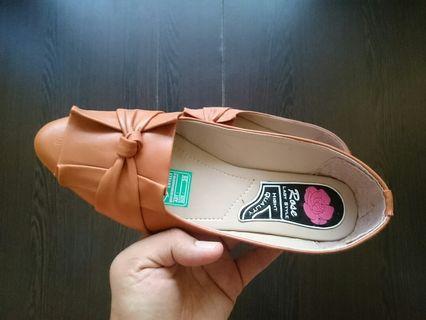 Flat Shoes Wanita Warna Tan Polos Motif Pita Sol Karet Size 39
