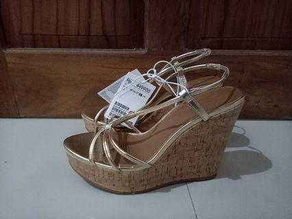 high heels wedges . H&m Gold